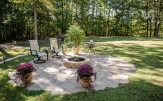 Essex stone by Eagle Bay radiates a natural quality, beautifully blending pavers with backyards, fields, and gardens.