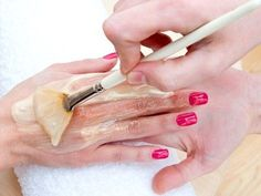 Paraffin wax is a colorless byproduct of petroleum, which has found numerous uses in human society. Paraffin wax treatment for hands is mainly carried out to eliminate skin dryness. Beauty Care, Beauty Hacks, Hair Color Caramel, Les Rides, Paraffin Wax, Wrinkle Remover, Beauty Recipe, Natural Cosmetics, Body Care