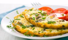 Rica receta saudable para hacer de desayuno o hasta de cena.  Claras de huevo batidas con espinacas, jitomate deshidratado y albahaca.