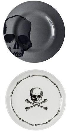 Great skull dinner set.