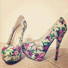 Love the floral pattern on these, though I'd never wear thin stilettos this high. Dream Shoes, Crazy Shoes, Me Too Shoes, Pretty Shoes, Beautiful Shoes, Stilettos, Floral High Heels, Floral Pumps, High Heels Plateau