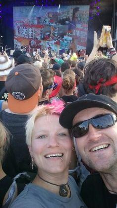 Feiern mit 85.000 durchgeknallten Rock-Music-Fans und meinem besten Freund.