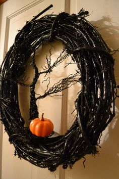 Wreaths Diy Halloween - Additionally, put in a witch hat to generate the wreath resemble a genuine witch. 1 good idea is merely to wear a Halloween headband. Styrofoam bones and skulls are readily available on the marketplace. Spooky Halloween, Entree Halloween, Diy Halloween Decorations, Holidays Halloween, Halloween Crafts, Happy Halloween, Halloween Party, Halloween Wreaths, Outdoor Halloween