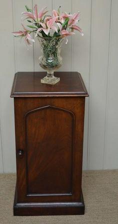 OnlineGalleries.com - Victorian Mahogany Pot Cupboard. ENGLISH. CIRCA 1880