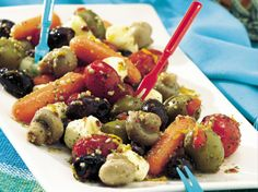 Enjoy this classic Italian appetizer made using Green Giant® whole mushrooms, tomatoes and baby carrots.