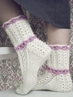 Dye yarn in microwave oven. Knitting Videos, Loom Knitting, Knitting Socks, Baby Knitting, Crochet Shoes, Crochet Slippers, Knit Crochet, Lace Socks, Wool Socks