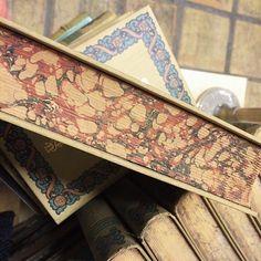 """2 Synes godt om, 1 kommentarer – Dansk vintagetypografi (@danskbogdesign) på Instagram: """"Painted paper. #danishbookdesign"""" Book Cover Design, Danish, Vintage, Envelope Design, Danish Pastries, Vintage Comics, Cover Design"""