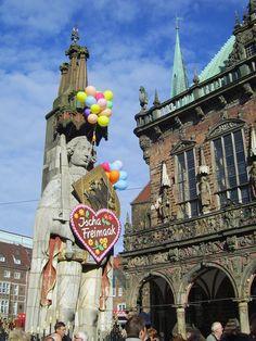 UNESCO-Welterbe Rathaus und Rolandstatue in Bremen #welterbe #jugendherberge #bremen #kultur #geschichte #reise #inspiration