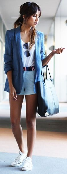 Street style | High waisted shorts, blue blazer and white sneakers
