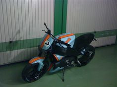 Buell XB 9 SX Lightning in Gulf colors. A stunning combination of blue, orange and black. Street Fighter Motorcycle, Blue Motorcycle, Buell Motorcycles, Cars And Motorcycles, Bike Ideas, American Sports, Cafe Racers, Vroom Vroom, Choppers
