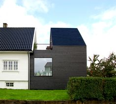 Built by Rever & Drage Architects in Stavanger, Norway with surface Images by Tom Auger. This extension to a single-family house in Stavanger was made to make room for a growing family in a city which has b. Roof Architecture, Education Architecture, Architecture Details, Extension Veranda, Ikea Decor, Modern Farmhouse Exterior, House Extensions, City Buildings, Traditional House