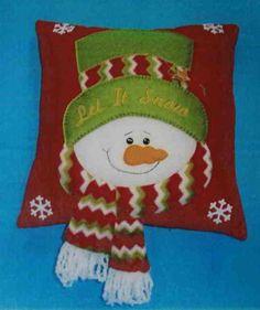 Molde Cojin Muñeco de nieve patchwork Christmas Rock, Christmas Sewing, Felt Christmas, Christmas Stockings, Xmas, Santa Decorations, Christmas Tree Decorations, Holiday Decor, Handmade Felt