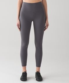 Designed to minimize distractions and maximize comfort, the Align Pants offer light compression with full freedom to move.