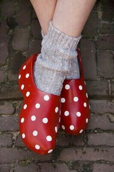 POLKA DOTS~ RED CLOGS