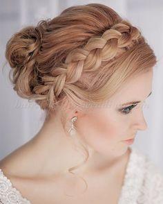 braided+wedding+hairstyles,+bridal+hairstyles+with+plaits+-+crown+braid+wedding+hairstyle