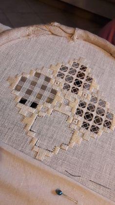 Arte del Filo Associazione Culturale Ricamo's media content and analytics Hardanger Embroidery, Embroidery Stitches, Embroidery Patterns, Hand Embroidery, Cross Stitch Patterns, Types Of Embroidery, Learn Embroidery, Embroidery Fashion, Swedish Weaving