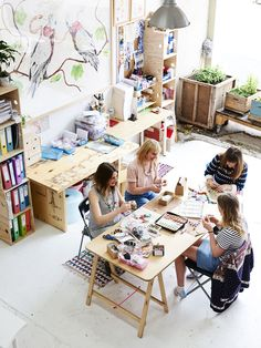 interview / emily green ++ via the design files daily . A table big enough to gather around Art Studio Design, My Art Studio, Home Studio, Studio Spaces, Creative Studio, Studios D'art, Workspace Inspiration, Room Inspiration, Craft Rooms