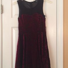 Forever 21 dress size small Forever 21 size small holiday dress burgundy and black. Illusion top. Really cute Forever 21 Dresses Mini