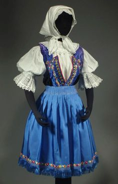 Czech & Slovak Folk Costumes So like my Great Grandmothers hand made beseda costume she brought to America. She died of breast cancer when I was very young, now I am a breast cancer surviver! European Costumes, Embroidered Apron, Costumes Around The World, Bohemian Girls, Costumes For Sale, Romantic Outfit, Thinking Day, Folk Costume, Traditional Outfits