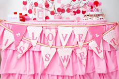 {Party Feature} A Tweet Valentine! on http://pizzazzerie.com