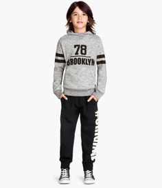 Welcome to H&M, your shopping destination for fashion online. H&m Fashion, Fashion Online, Kids Fashion, Fashion Outfits, Sweatpants Outfit, Casual Sneakers, Kids Wear, Boy Outfits, Graphic Sweatshirt