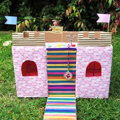 Little Ladybird: A castle out of a nappy box