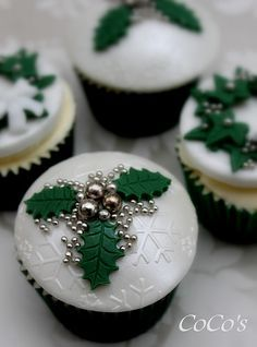 On this Christmas, do something interesting and bake cupcakes by your own. Here you will find best Christmas cupcake ideas. Xmas Food, Christmas Sweets, Christmas Cooking, Christmas Goodies, Simple Christmas, Christmas Cakes, Green Christmas, Christmas Cake Designs, Christmas Ideas