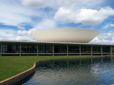 Congresso Nacional Fonte: http://pt.wikiarquitectura.com/index.php/Ficheiro:Plaza_de_los_tres_poderes_2.jpg
