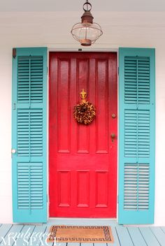 a door of a different color key west - Key West Style Home Decor