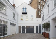 Beautiful new Mews House completing the end of a mews lane in central London.