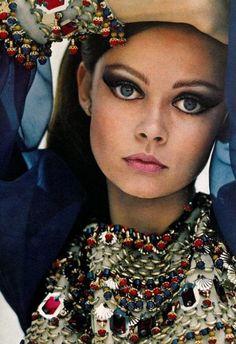 Un repaso por algunas de las páginas de las revistas Vogue de los años 70. Ya que estos años han vueltoen la moda que mejor que repasar algunas de las fotografías icónicas de esta época publicadas en una de las más renombradas revistas de moda. Por sus páginas han pasado iconoscomo Jane Birkin, Françoise Hardy, … … Continue reading →
