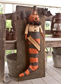 I added a new doll to my private doll collection.I had so much fun making him :) I used a pattern by Kim Bour aka The Smiling Goat Primit. Vintage Halloween Crafts, Halloween Doll, Halloween Items, Halloween Pumpkins, Fall Halloween, Halloween Decorations, Happy Halloween, Primitive Fall Crafts, Primitive Halloween Decor
