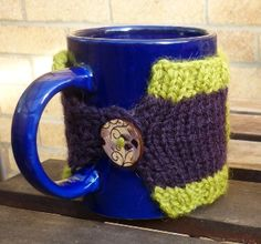 Woolly Mammoth Knits: coffee cozy pattern. This one looks really easy.