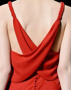 Valentino haute couture, fall 2011 crisscrossed and buttoned back - red dress Mode Style, Style Me, Feminine Tomboy, Fashion Details, Fashion Design, Couture Details, Glamour, Mode Inspiration, Lady In Red