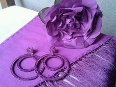 Flor, pendientes y mantoncillo flamenca