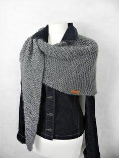 Knitting Socks, Hand Knitting, Knitting Patterns, Triangle Scarf, Knit Fashion, Shawl, Knit Crochet, Scarves, Style Inspiration