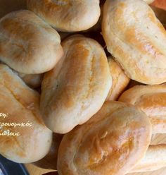 Κλασικά πασχαλινά κουλουράκια, εύκολα και γρήγορα! - cretangastronomy.gr Hot Dog Buns, Hot Dogs, Dessert Recipes, Desserts, Hamburger, Bread, Cake, Food, Tailgate Desserts
