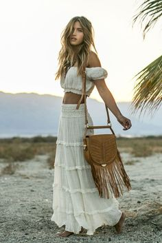 Sexy gypsy boho chic ruffled maxi skirt and matching halter top. Mode Hippie, Hippie Look, Look Boho, Hippie Style, Bohemian Style, Bohemian Skirt, Boho Looks, Styl Boho, Bohemian Boots