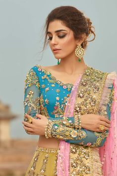 Pale Yellow Wedding Lehenga with Firozi top – Panache Haute Couture Bridal Mehndi Dresses, Desi Wedding Dresses, Indian Wedding Outfits, Party Wear Dresses, Bridal Outfits, Pakistani Dress Design, Pakistani Outfits, Pakistani Mehndi Dress, Dress Indian Style