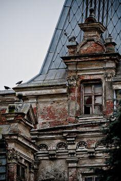 Sobanski Palace, Guzow, Poland. http://en.wikipedia.org/wiki/Soba%C5%84ski_Palace..............   ................................♥...Nims...♥