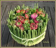Flower cake for mother's day Art Floral, Deco Floral, Floral Cake, Church Flower Arrangements, Beautiful Flower Arrangements, Flower Centerpieces, Flower Decorations, Floral Arrangements, Table Flowers