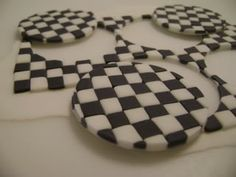 Checkered flag pattern for father's day cupcakes Fondant Cookies, Fondant Toppers, Cake Icing, Cupcake Cookies, Cupcake Toppers, Car Cupcakes, Cupcake Ideas, Racing Cake, Race Car Cakes