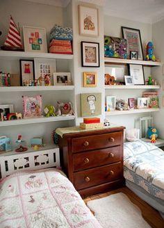 Design Solutions for Shared Kids Bedrooms - shelves