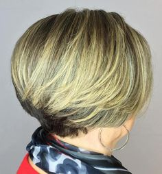 Brown and Blonde Graduated Bob Graduated haircuts are marvelous for mature ladies, as they ooze elegance and class. With age our hair may become finer, so graduated locks give the desired appearance of fullness and volume. Blonde Graduated Bob, Graduated Haircut, Graduated Bob Hairstyles, Hairstyles Over 50, Classy Hairstyles, Hairstyles 2018, Quick Hairstyles, Bob Haircuts For Women, Short Bob Haircuts