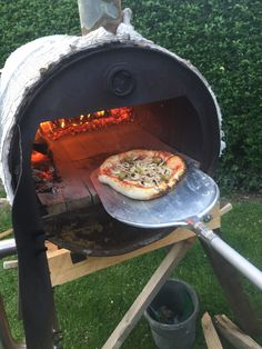 Diy Pizza Oven, Pizza Oven Outdoor, Pizza Ovens, Wood Fired Oven, Wood Fired Pizza, Diy Grill, Four A Pizza, Backyard Kitchen, Rocket Stoves