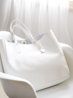 I have 2 of these in black and red. The white is spectacular. The best part about these bags - no liner so the leather shows its beauty inside and out. My Bags, Tote Bags, Purses And Bags, Leather Handbags, Leather Bag, White Leather, Sacs Design, Southampton, Mode Style