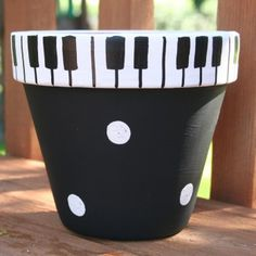Piano Keys Hand-Painted Flower Pot - super cute for the music lovers in your life Clay Pot Projects, Clay Pot Crafts, Diy Crafts, Painted Clay Pots, Painted Flower Pots, Hand Painted, Decorated Flower Pots, Painting Terracotta Pots, Painted Pebbles