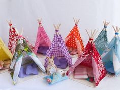 Sylvanian families mini teepee ~ Indian houses for my modern Indian kids! Diy For Kids, Crafts For Kids, Sewing Projects, Projects To Try, Family Crafts, Doll Furniture, Bedroom Furniture, Furniture Design, Diy Dollhouse