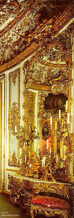 ~King Ludwig's dining room in Linderhof, Bavaria | The House of Beccaria