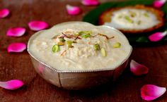 Rabri recipe, a rich dessert and one of the easy sweet recipes to make for Holi festival or Diwali. Use full cream milk, nuts and saffron for a rich flavor. Indian Desserts, Indian Sweets, Easy Desserts, Indian Food Recipes, Delicious Desserts, Dessert Recipes, Eid Recipes, Vegetarian Recipes, Recipies